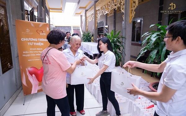 Diva Group Chữa bệnh & Trao quà tết cho bà con ở Huyện Hóc Môn đón...