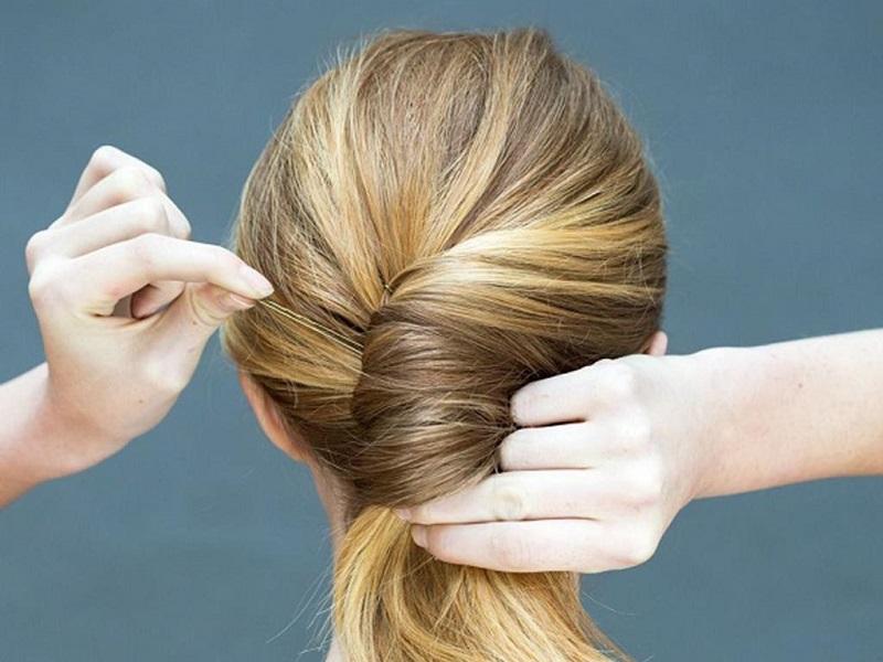 Những kiểu tóc đơn giản dự tiệc cưới ưu chuộng nhất 2021