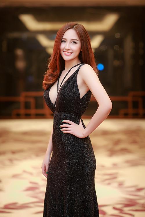 """""""Bùng cháy"""" cùng những bộ ngực đẹp nhất Việt Nam"""